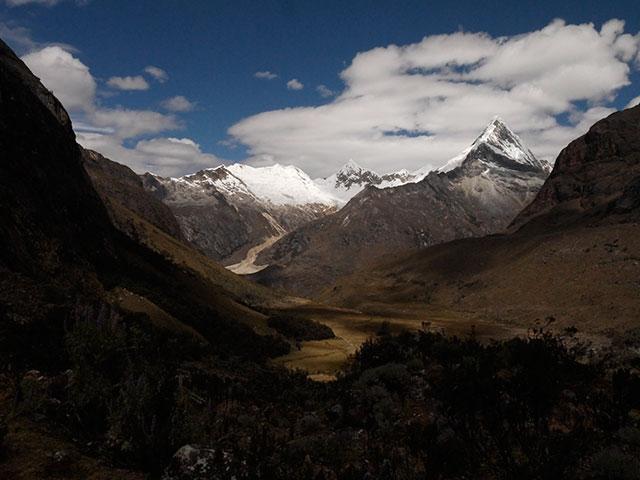 Alpamayo, Peru, Climbing guides, Montana, Cordillera Blanca, Alpine Guides, Mountaineering